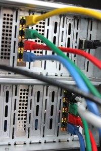 Netzwerke bestehen nicht nur aus Kabeln aber immer aus Verbindungen